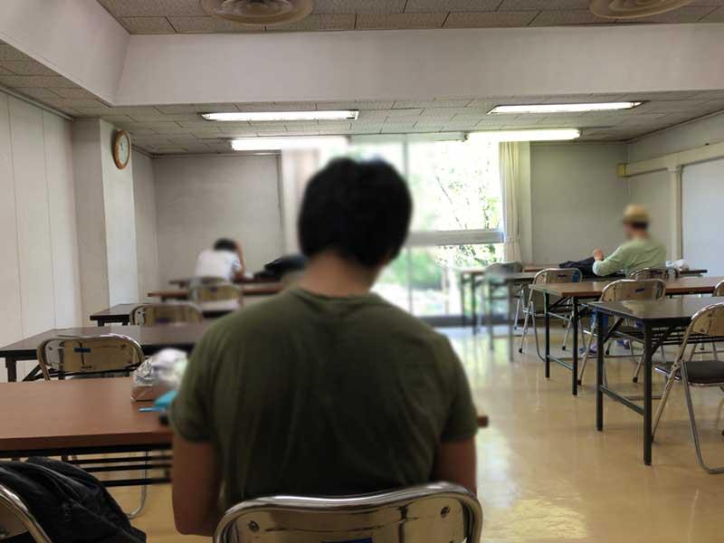 学習室の席数は24席