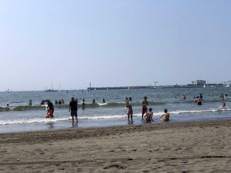 海も海水浴客だらけ
