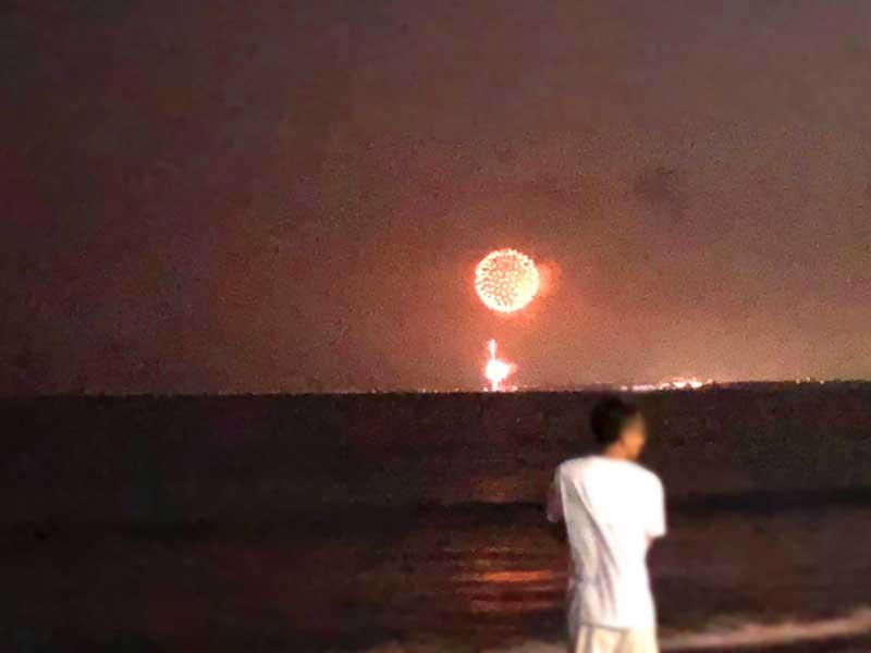 特大花火はこんなに明るく見えます