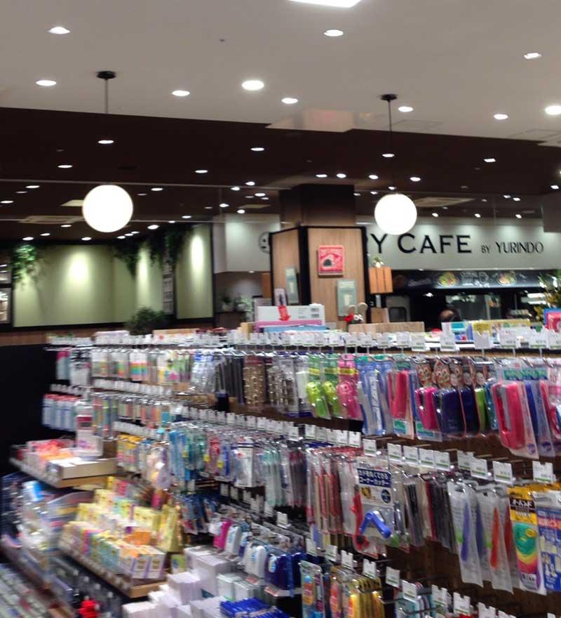 カフェと書店は店内でつながっている