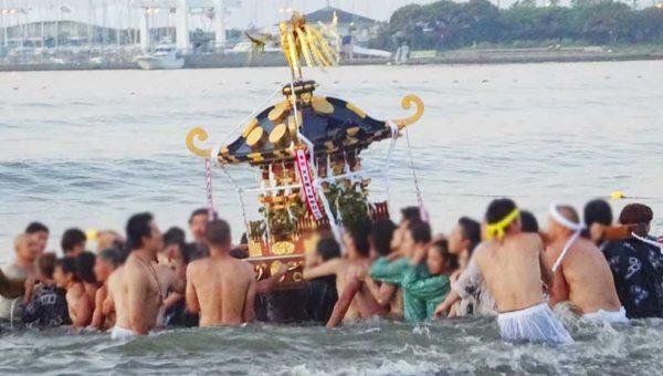 【片瀬諏訪神社例大祭 浜降式】ふんどし素敵!海中に神輿が舞う!朝4時の祭囃子の正体はコレだった!