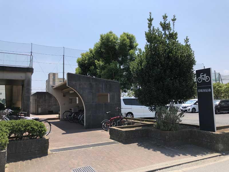 駐輪場と駐車場