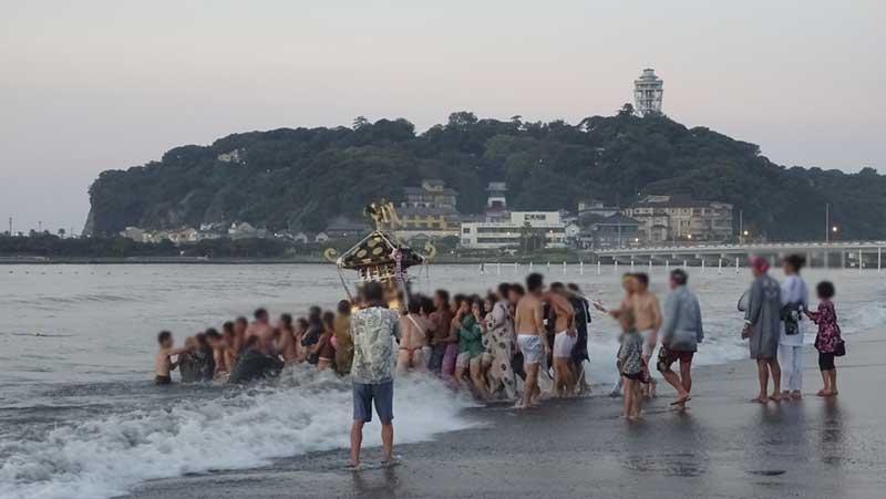 夏なので海水の温度はまずまずですが