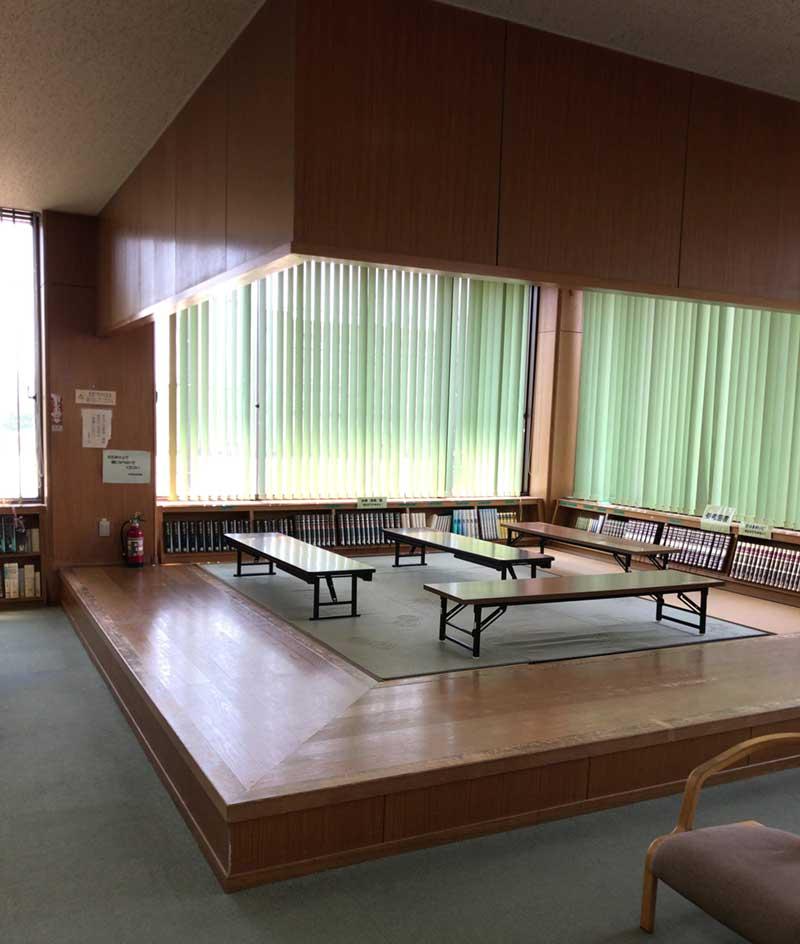 図書館に珍しい畳コーナー