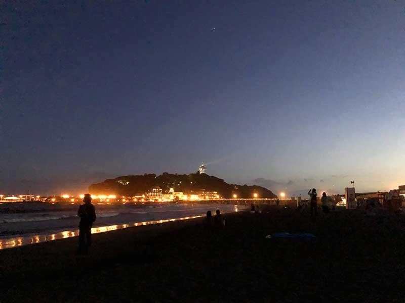 ライトアップされた江ノ島がまぶしいぐらい
