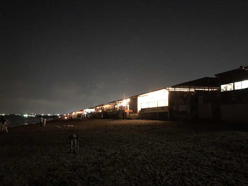 えのすいと海の家の灯り