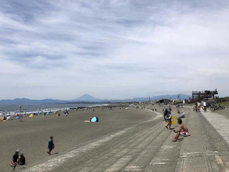 広いビーチがある鵠沼海岸