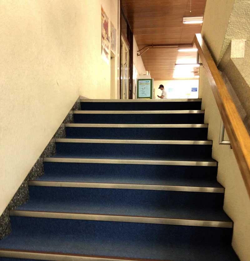 また階段。バリアフリーではありません