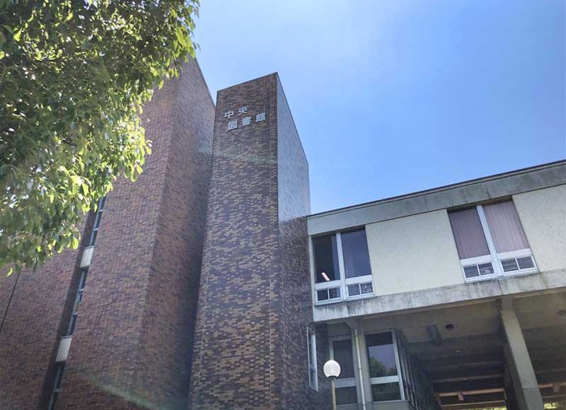 【平塚市中央図書館・学習室レビュー】静かで席数多い!受験生だらけで予備校か!混雑と静か過ぎるのが欠点か!