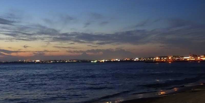 夜は対岸の夜景も綺麗