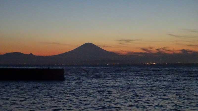 西浦から撮影した富士山と夕日