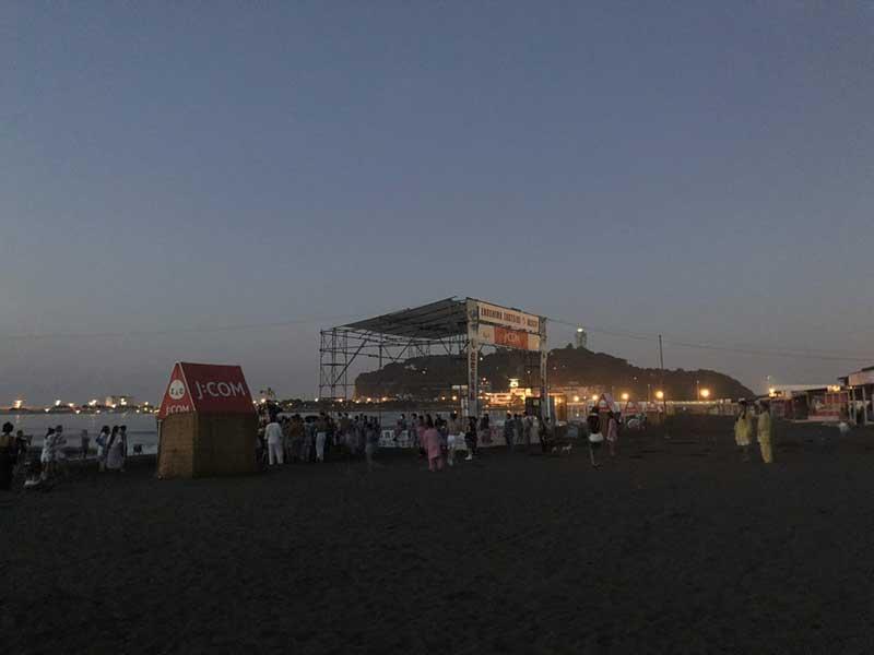 江ノ島の方はまだ街灯がついています