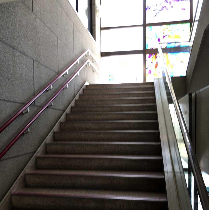 階段で2階へ移動