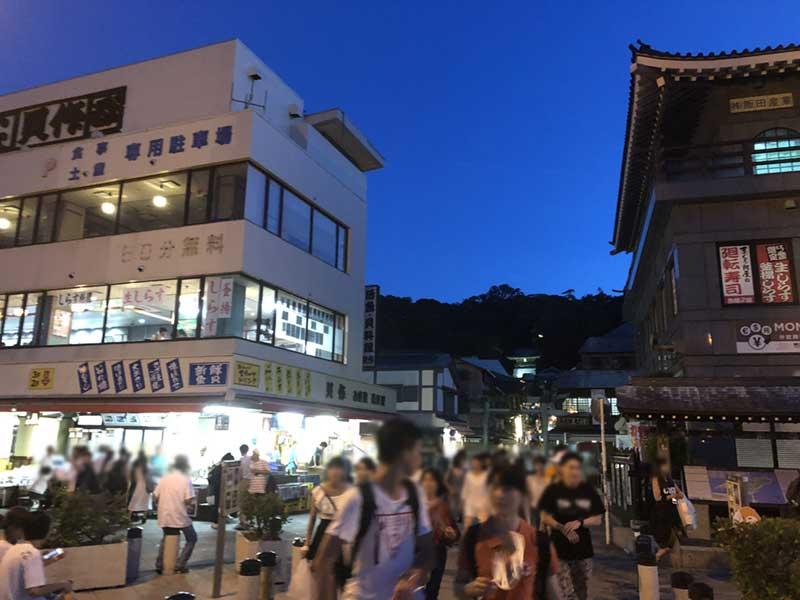 休日の江ノ島は夜も混雑