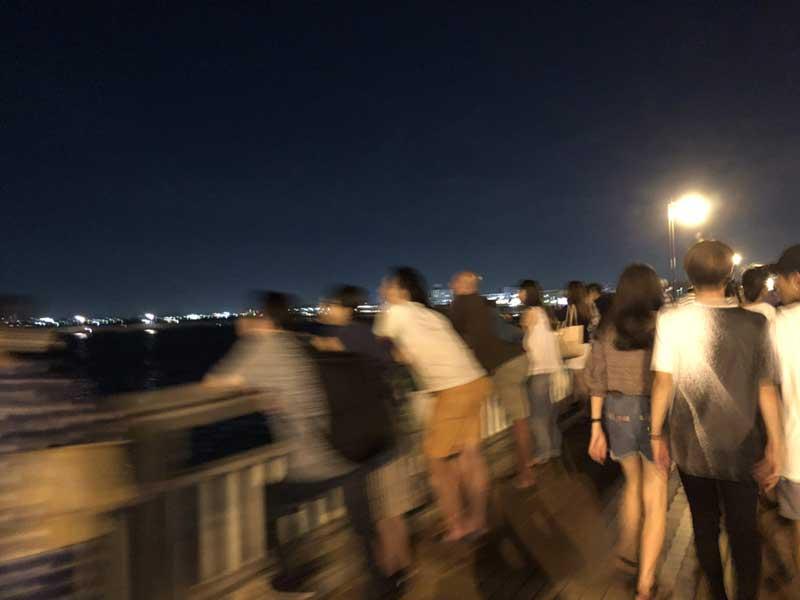 弁天橋からは落ち着いて撮影できませんね