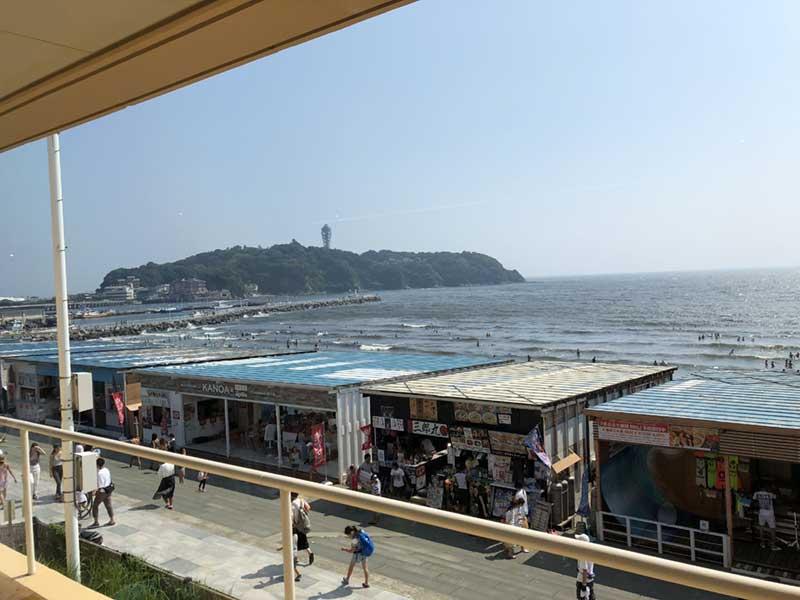 えのすいから眺める片瀬西浜