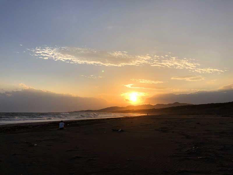平塚海岸から見た夕陽