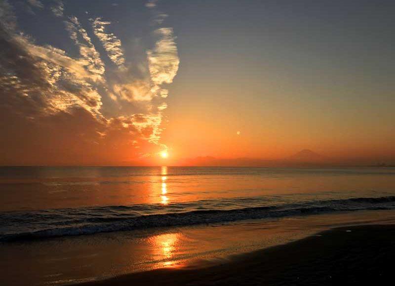 【2018秋 江ノ島片瀬西浜・鵠沼海岸(県立湘南海岸公園)でダイヤモンド富士】9月8日~9日はこんな素敵な夕陽が撮れるかも!