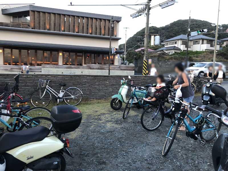 自転車とバイクもたくさん