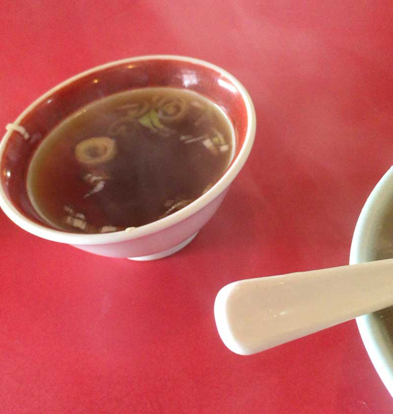 濃い目の鶏がらスープも美味しい