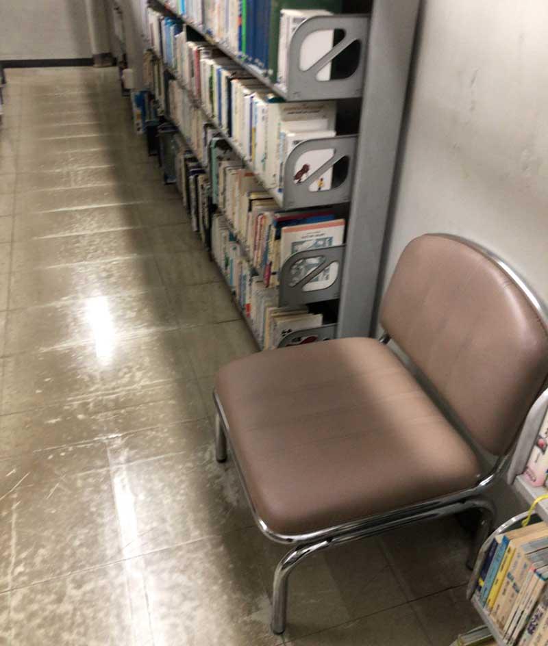 座り心地が悪い椅子
