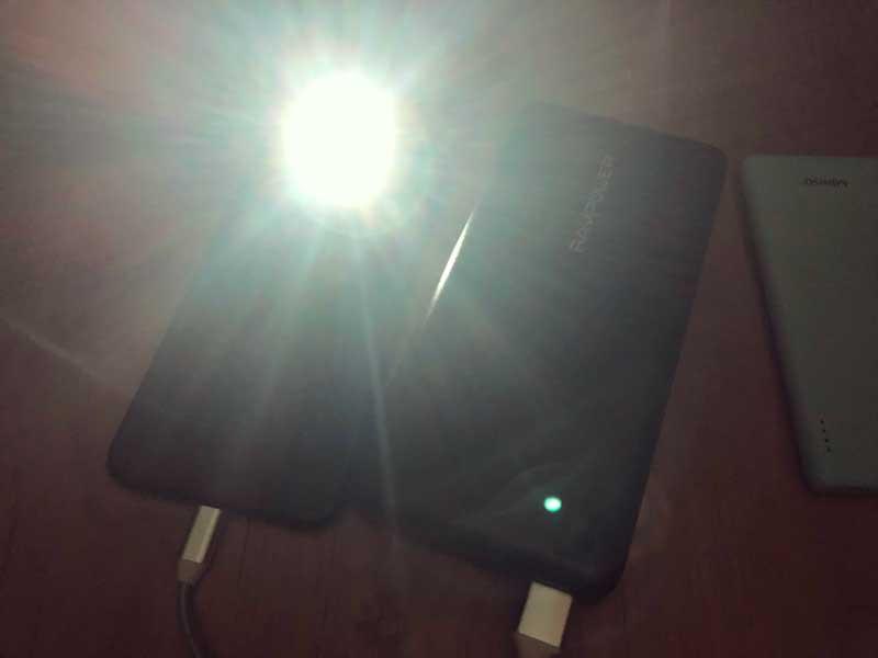 スマホのライトとモバイルバッテリーの組み合わせが最強