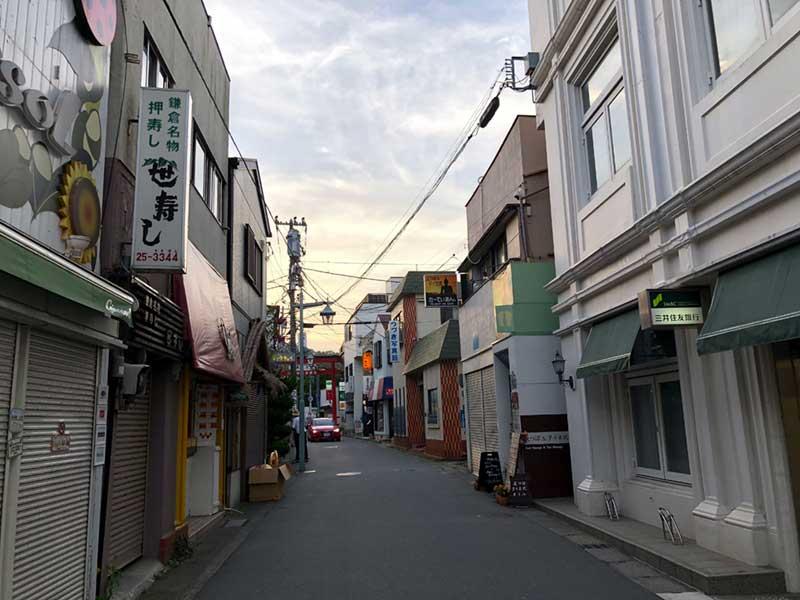 小町通りから一本小道に入ります