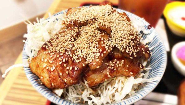 【藤沢鎌倉の裏名物】丼グランプリ金賞の豚バラ丼!湘南で人気のB級ガッツリ丼です!