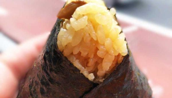【ほんのり屋ラスカ茅ヶ崎店】ふわふわお米がほぐれる!秋限定の松茸と秋鮭むすびが行楽弁当にぴったり!