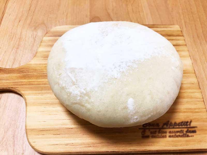 丸くて白いチーズパン
