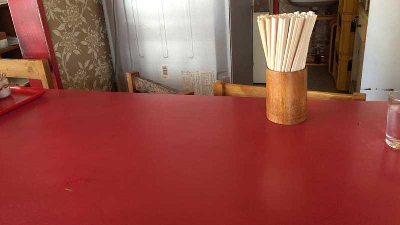 よくある中華屋のテーブル席