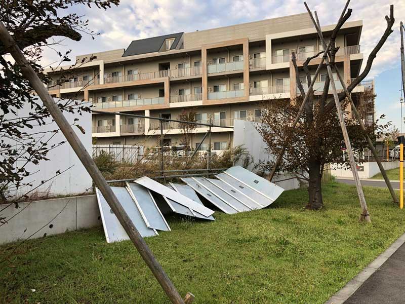 湘南T-SITE近くのフェンスは半壊