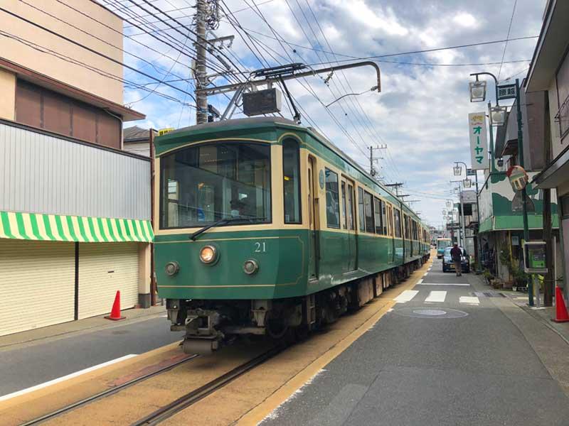 江ノ電が抜ける街、腰越