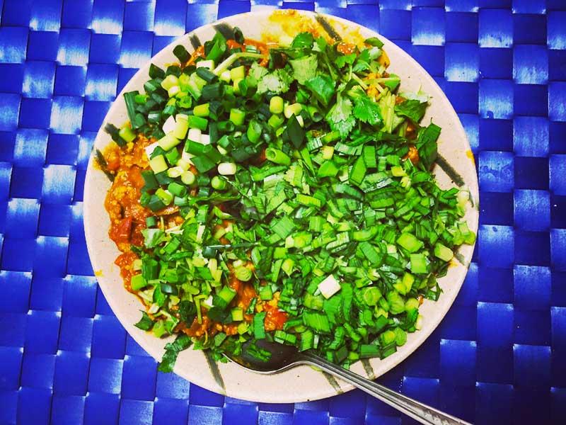 青物野菜を刻んでいっぱいのっける!
