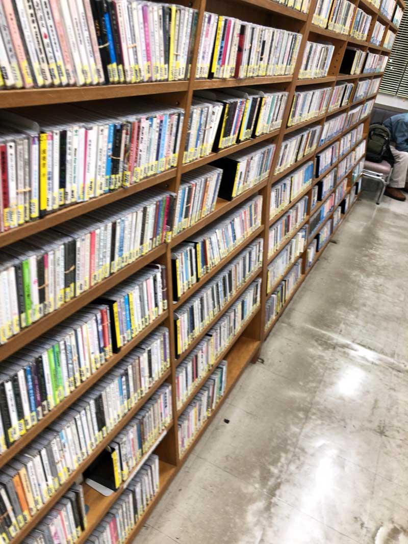 藤沢市内の普通の図書館