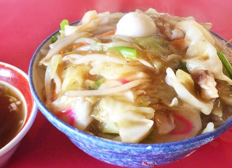 【神奈川平塚デカ盛り中華・大陸】昔話みたいな山盛り丼ご飯!ギガ盛り中華丼に餃子スープがおすすめ