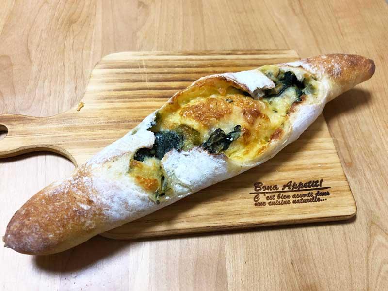 野菜が練り込まれたフランスパン