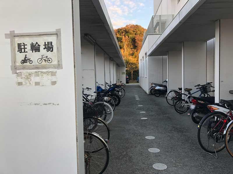 腰越図書館の駐輪場