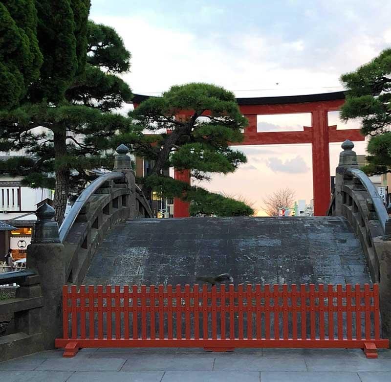 鎌倉八幡宮の入口にある太鼓橋