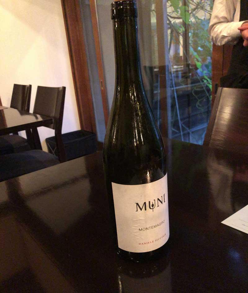 濃厚なエビの出汁に負けないワイン