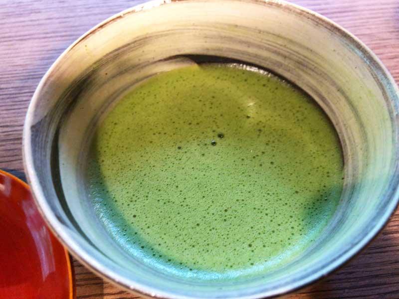 濃い緑のお抹茶