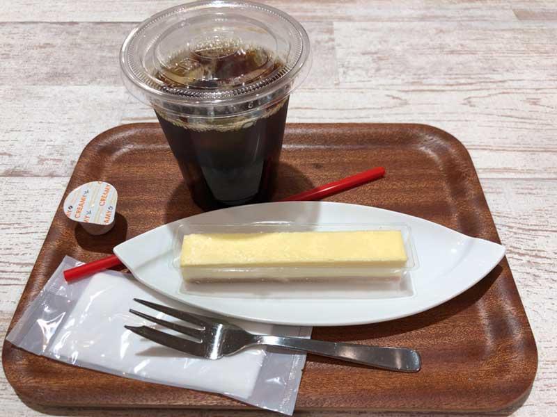 フードコート初出店の「ローストビーフの店鎌倉山」のコーヒーセット