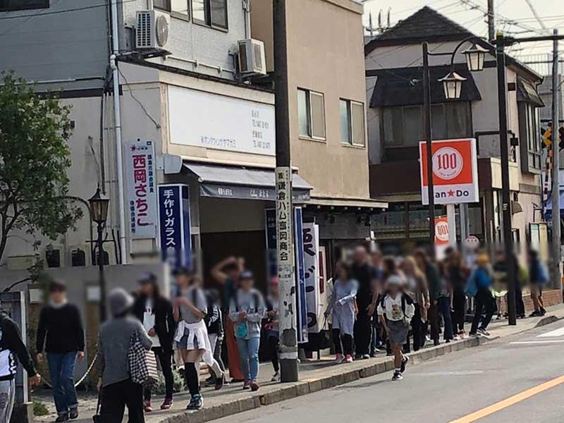 長谷駅前もぞろぞろ人が多い