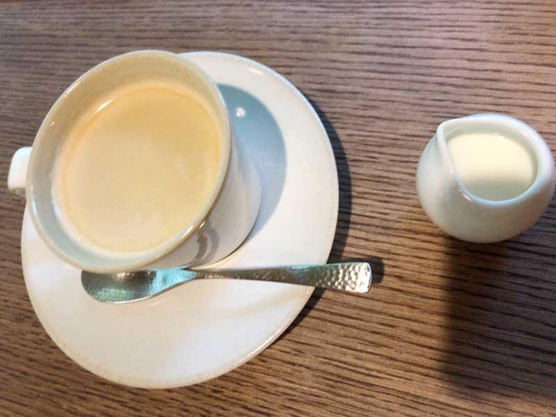 コーヒーには抹茶ロールケーキを