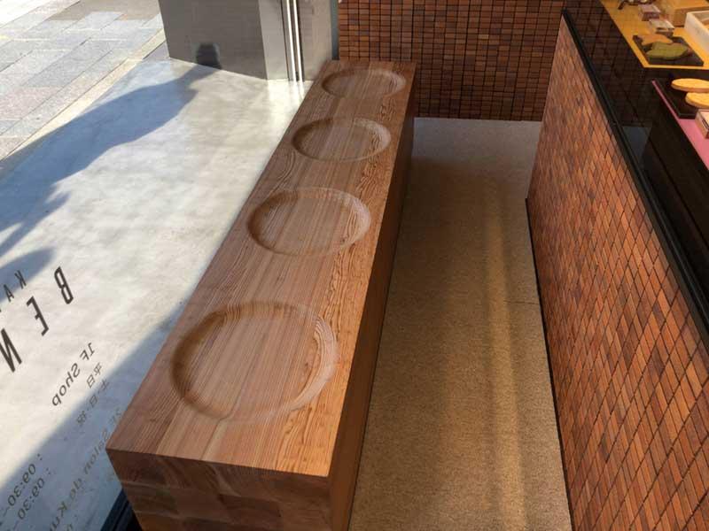 休めるベンチがあります