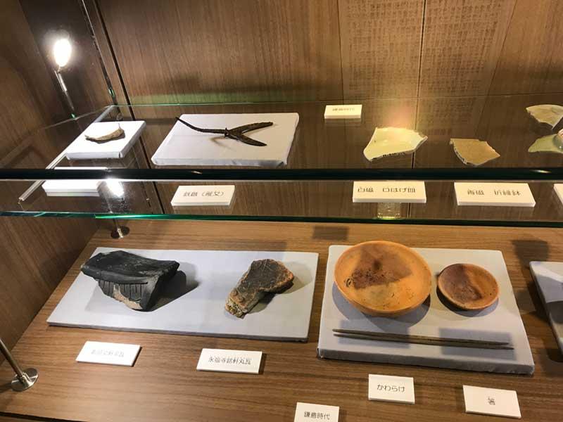タリーズ店内には鎌倉時代の出土品が!