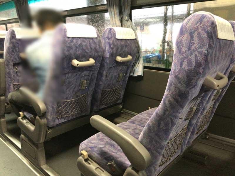 席はガラガラです