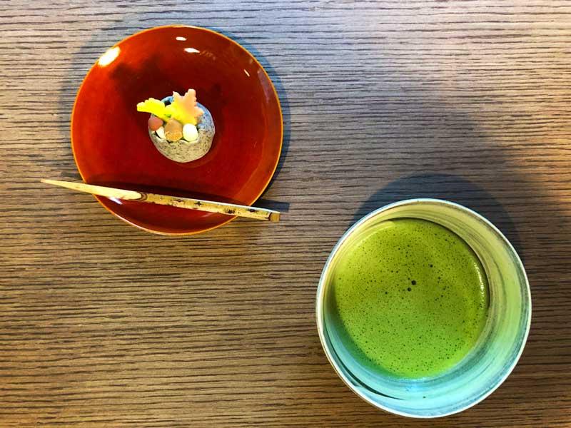 抹茶と季節の主菓子