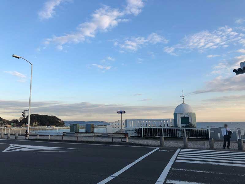 ここから藤沢方面へのびる国道467号
