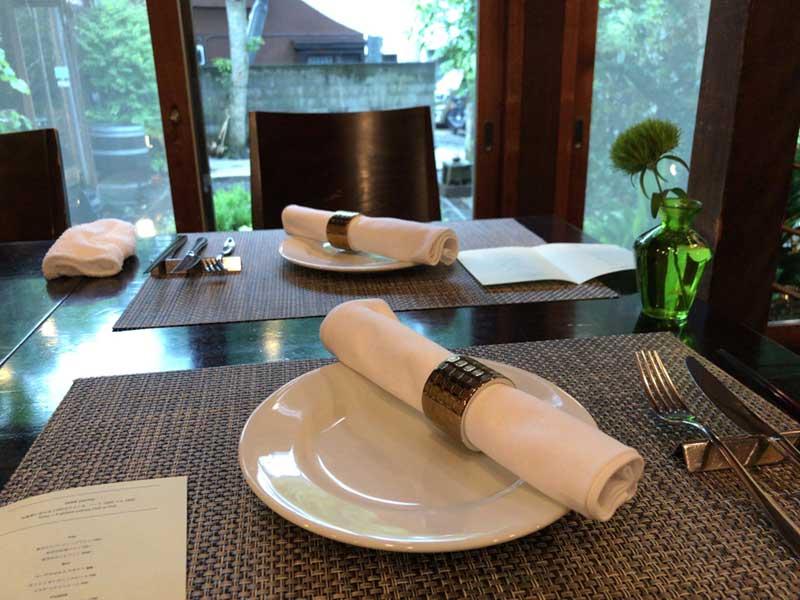 シャキッと引き締まるテーブル